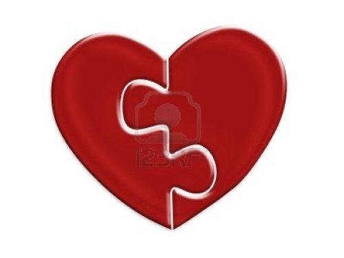 4113186-dos-mitades-del-rompecabezas-corazon-rojo-sobre-fondo-blanco