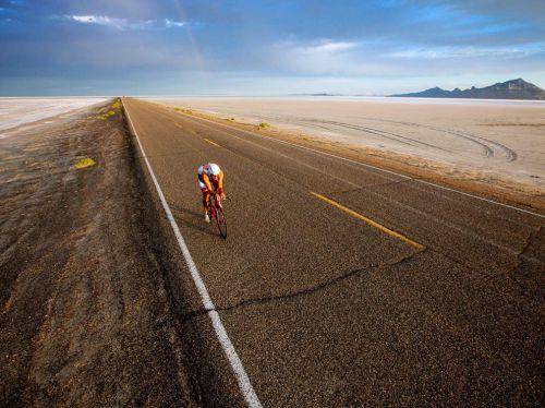 salt-flat-cyclist_52777_990x742
