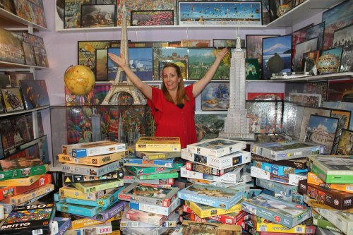 The largest collection of jigsaw puzzles consists of 502 different sets, Luiza Figueiredo, in Brazil