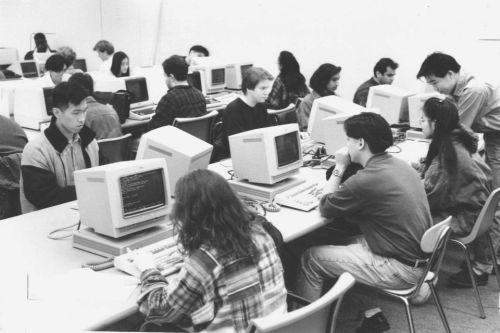suny-stony-brook-use-the-computer-lab-in-the-melville-library-building-to-access-the-internet-on-nov-29-1993