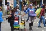 1200px-Venezolanos_vendiendo_arepa_en_Peru